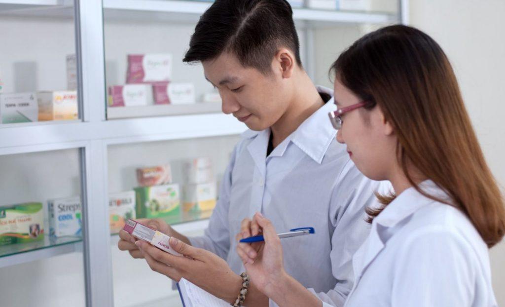 Học Trung cấp Dược có được bán thuốc không?